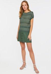 WE Fashion - WE FASHION DAMEN-FEINSTRICKPULLOVER - Print T-shirt - green - 1
