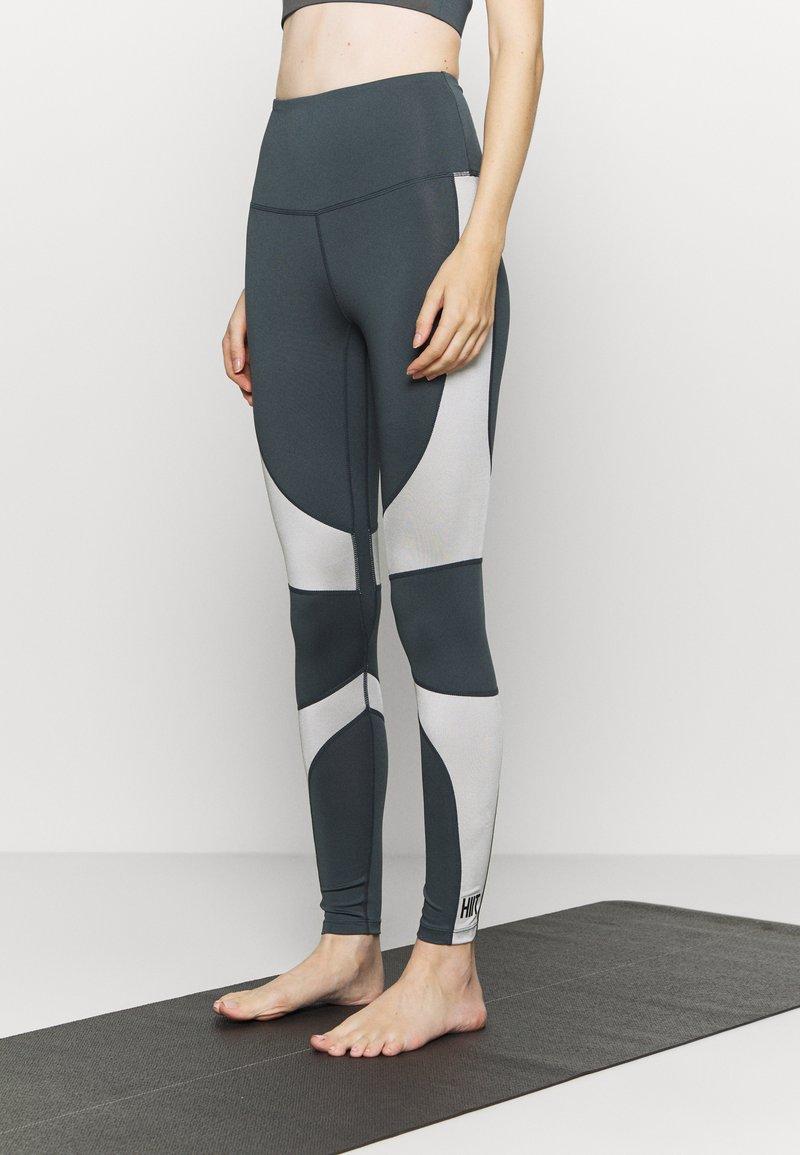 HIIT - HIGH SHINE PANEL LEGGING - Leggings - mid grey