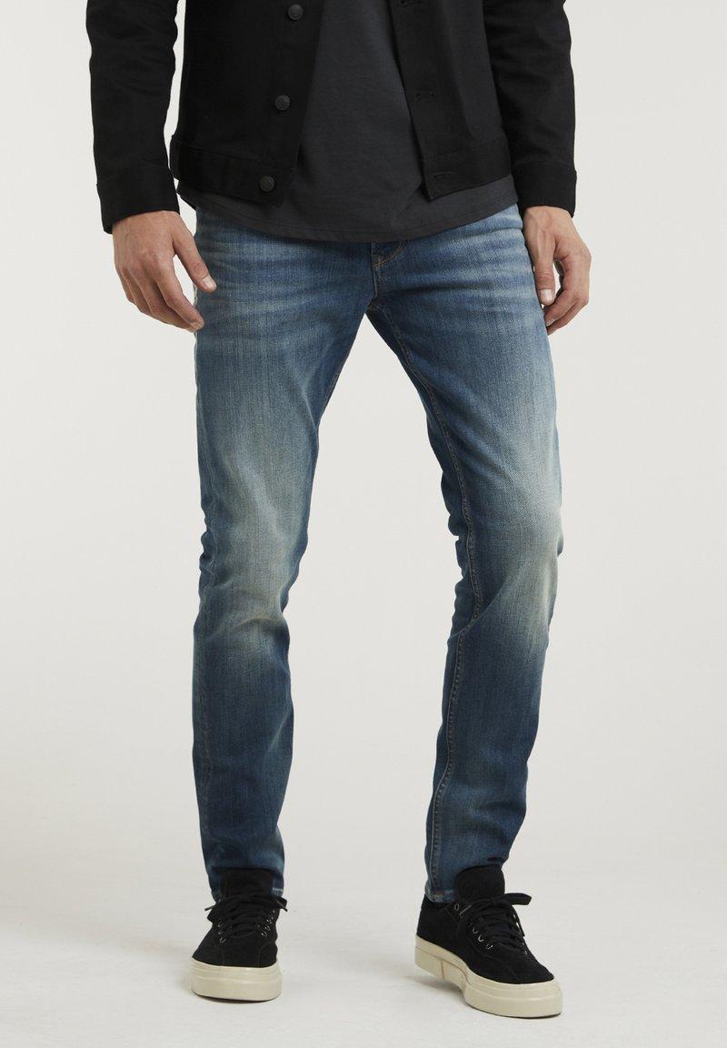 CHASIN' - CROWN ELI - Slim fit jeans - blue denim