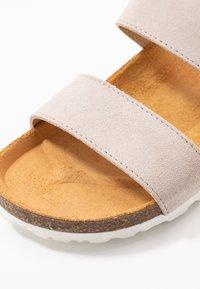 Bianco - BIABETRICIA TWIN STRAP - Slippers - beige - 2