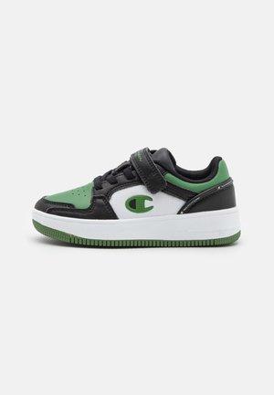 LOW CUT SHOE REBOUND 2.0 LOW UNISEX - Chaussures de basket - black/white/green