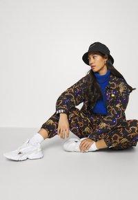 adidas Originals - GRAPHICS SPORTS INSPIRED LOOSE PANTS - Pantalon classique - multicolor - 3