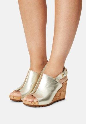FLEX STITCH - Platform sandals - champagne