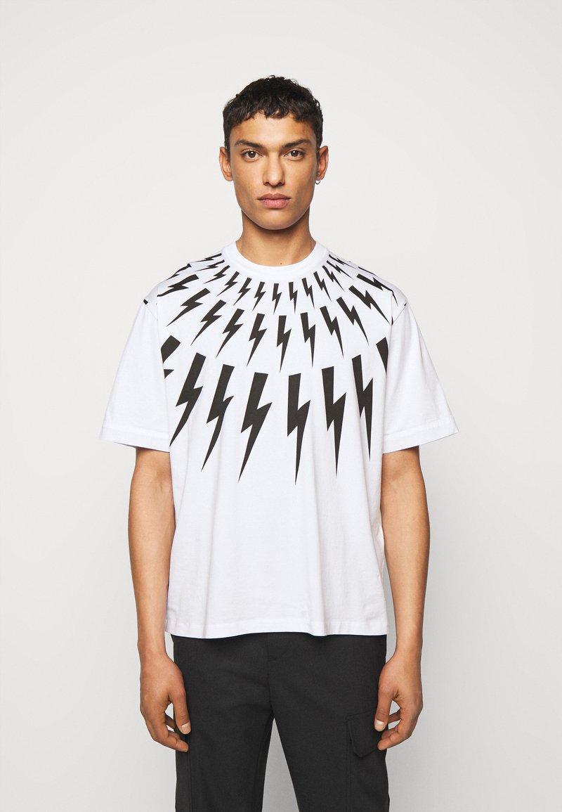 Neil Barrett - FAIRISLE THUNDERBOLT - T-shirt imprimé - white/black