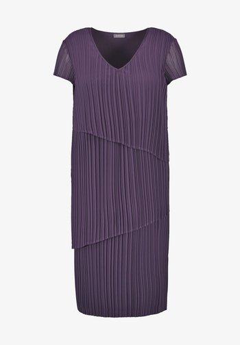 Day dress - purple pennant