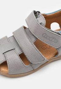 Froddo - CARTE DOUBLE - Sandały - light grey - 5