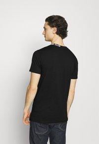 The Couture Club - SIGNATURE LOGO - Print T-shirt - black - 2
