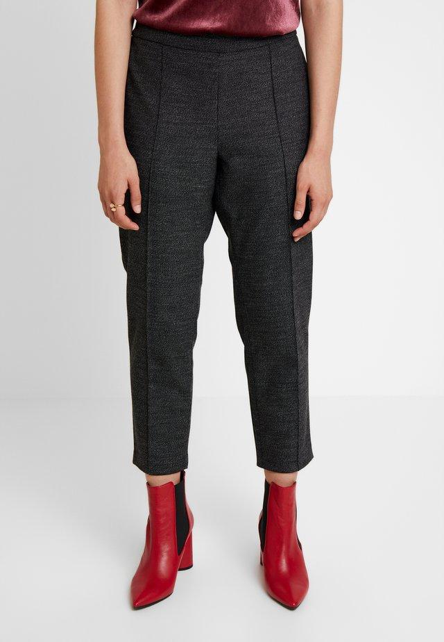 HAYDEN PINTUCK BRUSHED TEXTURE - Pantalones - dark grey