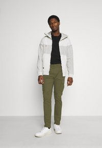 Solid - TRUC CARGO FIRM WAIST - Cargo trousers - ivy green - 1