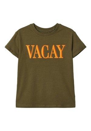 STATEMENT - T-shirt print - ivy green
