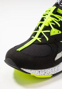 Saucony - AYA - Sneakers laag - black/neon - 5