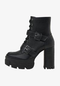 Bershka - MIT SCHNALLEN - Kovbojské/motorkářské boty - black - 1