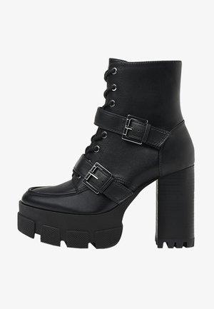MIT SCHNALLEN - Cowboy/biker ankle boot - black