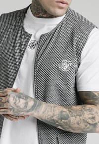 SIKSILK - Chaleco - black  white - 4