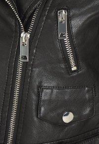 Glamorous Petite - CROPPED JACKET - Imitert skinnjakke - black - 2