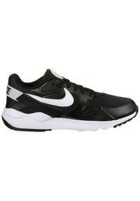 Nike Sportswear - LD VICTORY SNEAKER DAMEN - Sneakersy niskie - black / white - 6