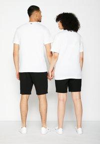 Lacoste - POLAROID UNISEX  - T-shirt print - white - 2