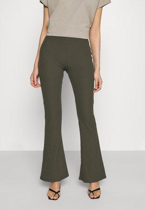 ONLNELLA FLARED PANT - Leggings - Trousers - kalamata