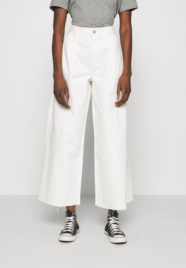 CONNIE - Jeans baggy - ecru