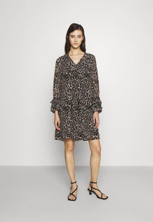 PLISSEE TUNICA DRESS - Denní šaty - black leo