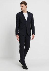Calvin Klein Tailored - WOOL NATURAL STRETCH FITTED SUIT - Suit - true navy - 1