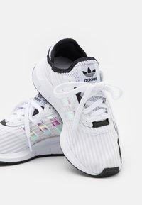 adidas Originals - SWIFT RUN X UNISEX - Sneakers - footwear white/core black - 5