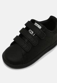adidas Originals - STAN SMITH UNISEX - Sneaker low - core black/white - 6
