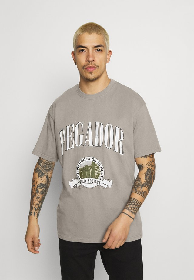 UTAH TEE UNISEX - Print T-shirt - washed frost gray