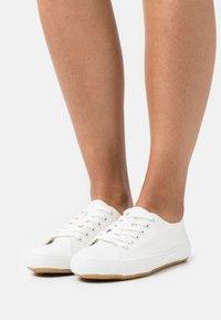 Marks & Spencer London - Sneakers laag - white - 0