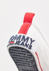 Tommy Jeans - LOWCUT ESSENTIAL - Tenisky - white - 2