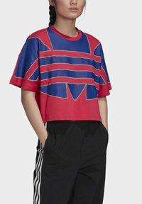 adidas Originals - ADICOLOR LARGE LOGO T-SHIRT - T-shirts print - pink - 4