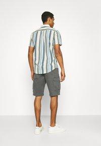 Wrangler - CASEY - Shorts - dark shadow - 2