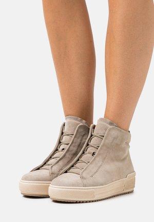 Platform ankle boots - kiesel
