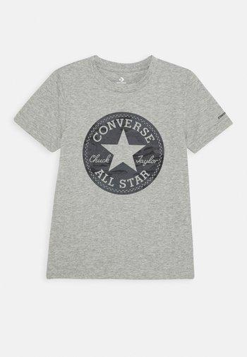 SHORT SLEEVE CHUCK PATCH GRAPHIC UNISEX - T-shirt imprimé - dark grey heather