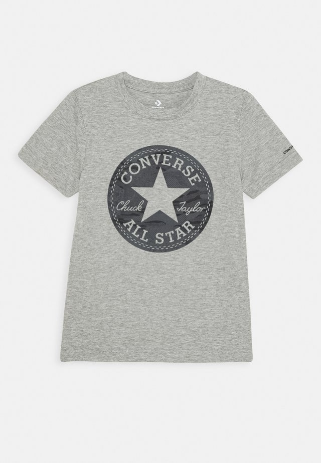 SHORT SLEEVE CHUCK PATCH GRAPHIC UNISEX - T-shirt print - dark grey heather