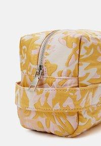 HVISK - AVER SAVILLE - Across body bag - sunkissed yellow - 3