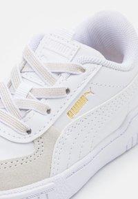 Puma - CALI SPORT FIREWORKS AC - Baskets basses - white/sun kissed coral - 5