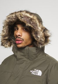 The North Face - RECYCLED MCMURDO UTILITY - Down coat - new taupe green - 6