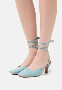 ÁNGEL ALARCÓN - Lace-up heels - ilusion - 0