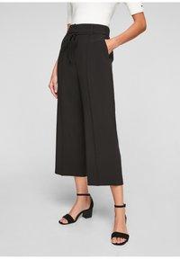 s.Oliver BLACK LABEL - REGULAR CULOTTE MIT ZIERNAHT - Trousers - black - 5