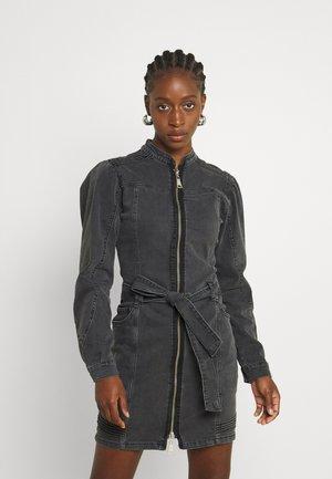 CLAIRE DRESS - Vestito di jeans - grey