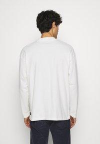 TOM TAILOR DENIM - HIGH COLLAR - Long sleeved top - white - 2