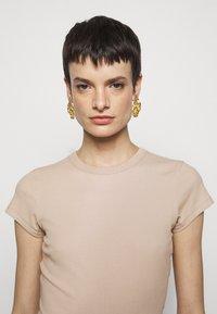 Filippa K - FINE TEE - Jednoduché triko - sand beige - 8