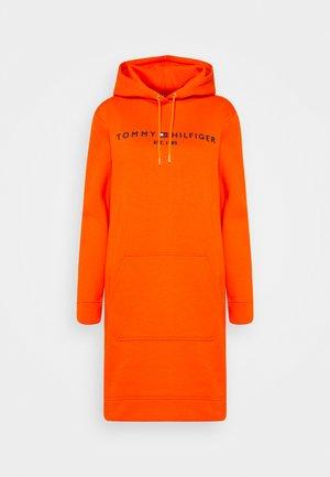 REGULAR HILFIGER HOODIE  - Denní šaty - princeton orange