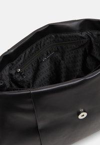 Armani Exchange - BIG FLAP SHOULDER - Handbag - nero - 2