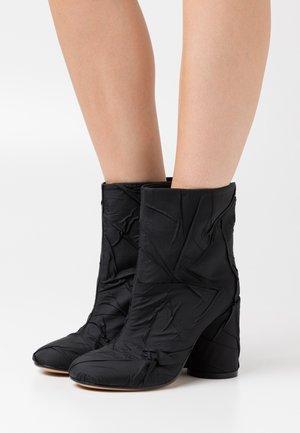 STIVALETTO TUBO STROPICCIATO - Kotníková obuv na vysokém podpatku - black