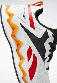 Reebok - ZIG ELUSION ENERGY SHOES - Chaussures de running neutres - white - 9