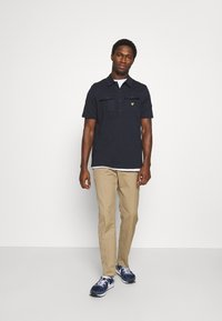 Lyle & Scott - TWO POCKET RELAXED FIT - Polo shirt - dark navy - 1