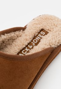 Jack & Jones - JFWDUDELY - Slippers - almond - 5