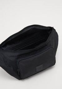 Samsøe Samsøe - KALORI CROSSBODY BAG - Bum bag - black - 2